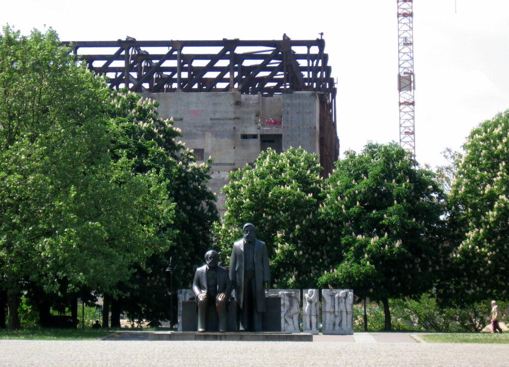 Marx-Engel-Denkmal