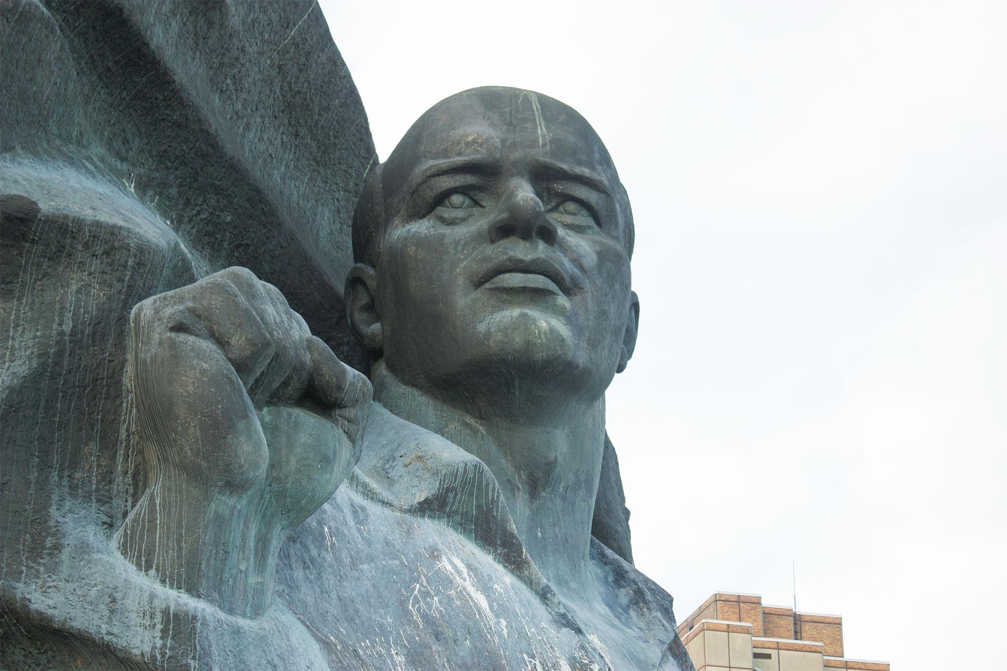Ernst Thälmann Denkmal - Ausschnitt: Kopf und Faust